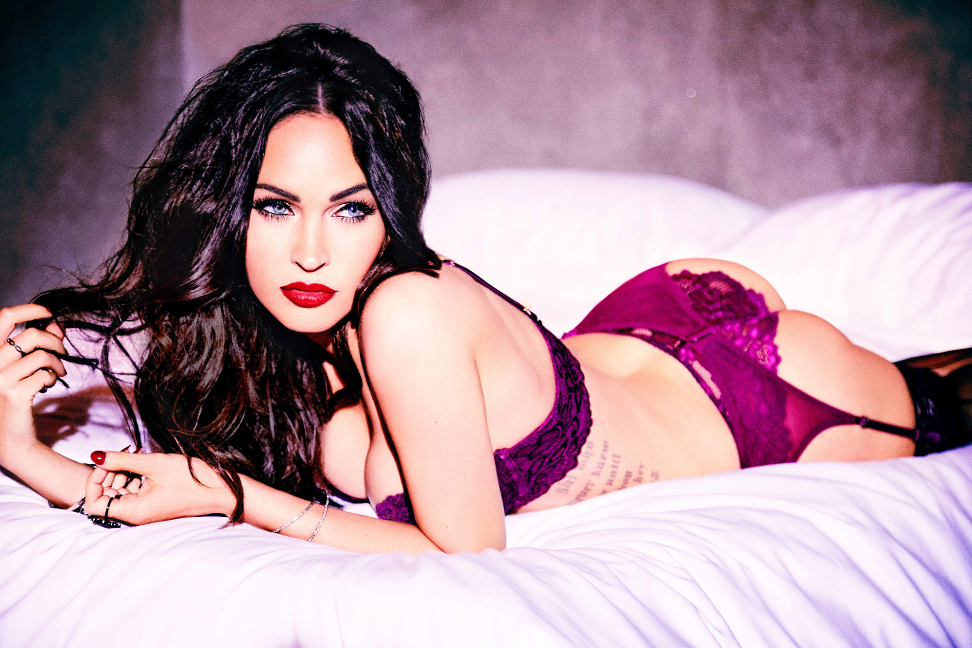 Megan Fox in Frederick's of Hollywood fürs V Magazine 1