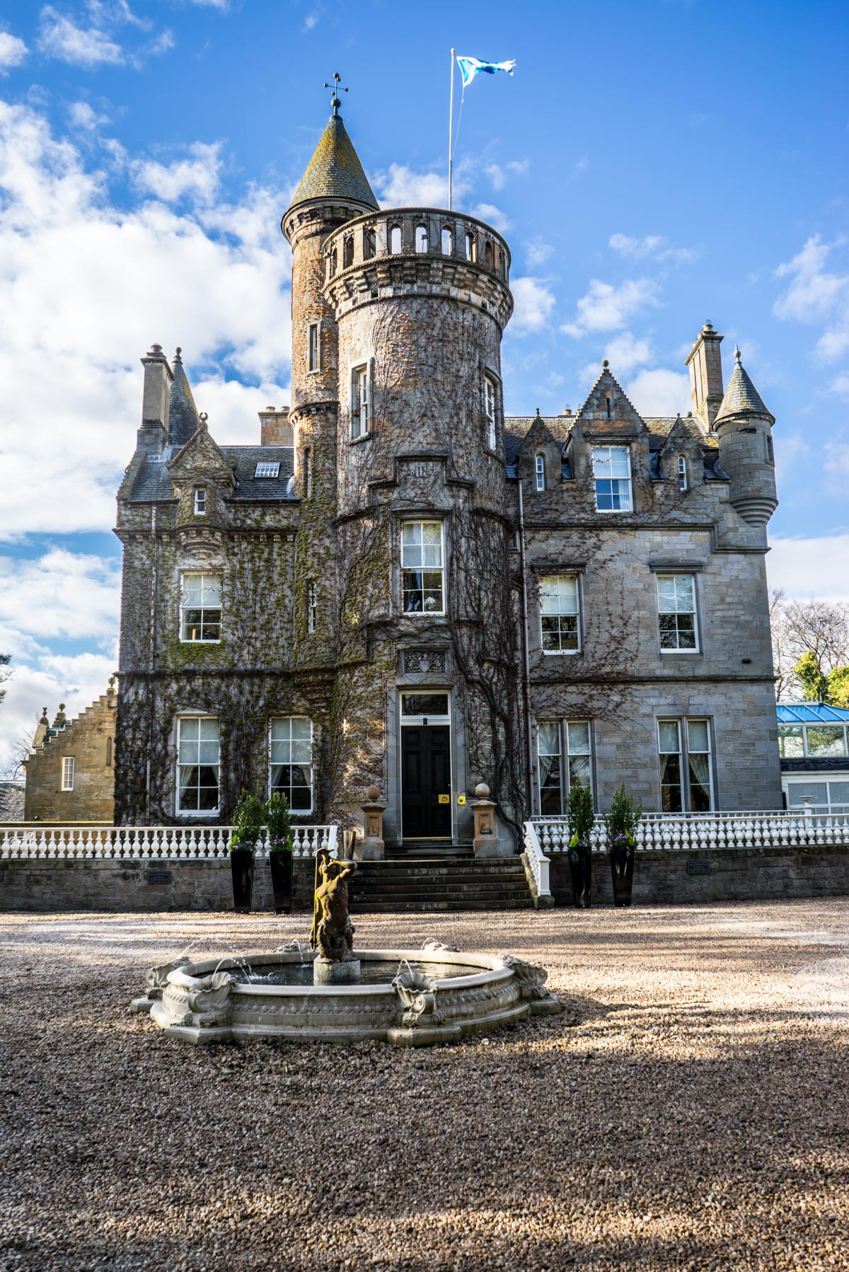 Staying at Carlowrie Castle, Edinburgh 10