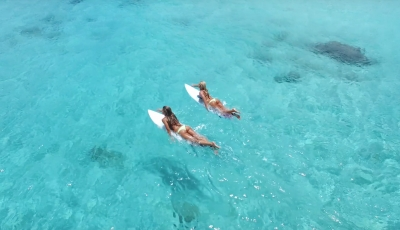 Entdecke das Paradies mit den Surfer Girls von KALOEA