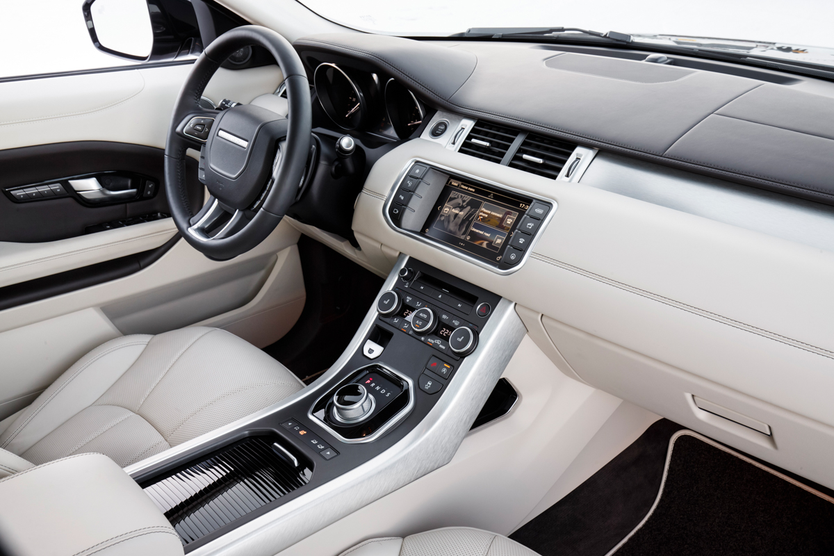 The range rover evoque autobiography mr goodlife for Interieur evoque