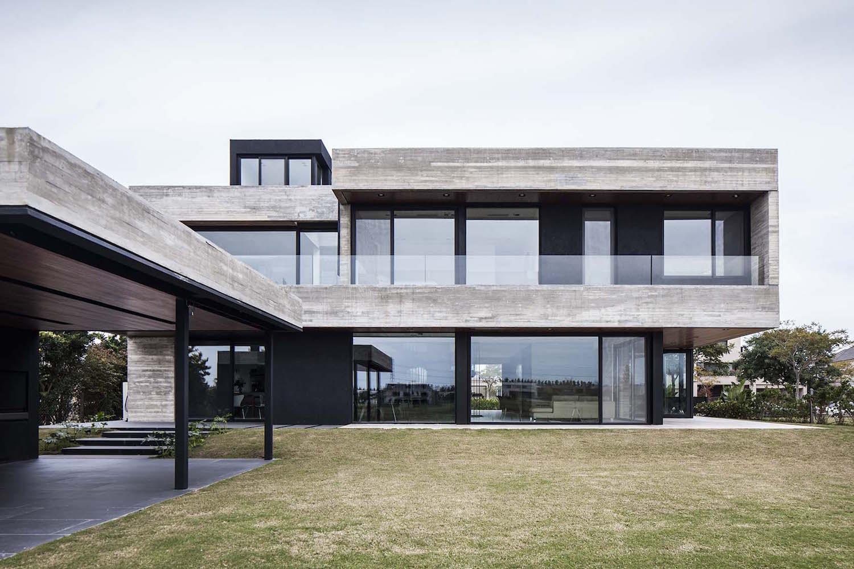 Modernes Betonhaus in Buenos Aires von REMY Architects