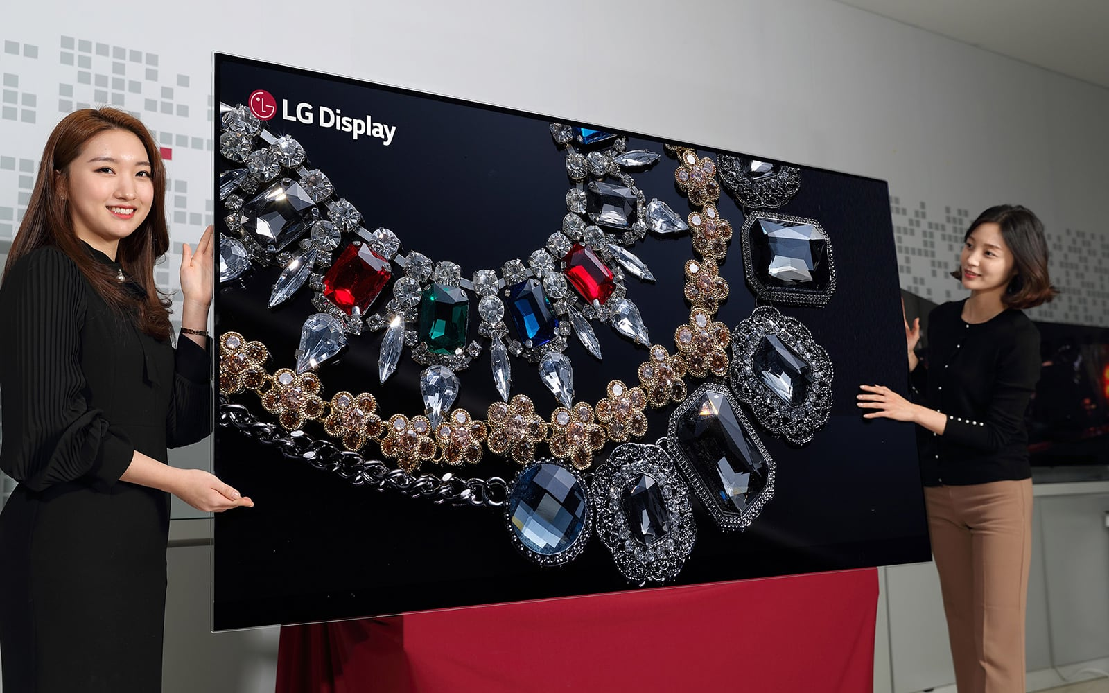 LG Introduces Incredible 88 Inch 8K OLED Display 1