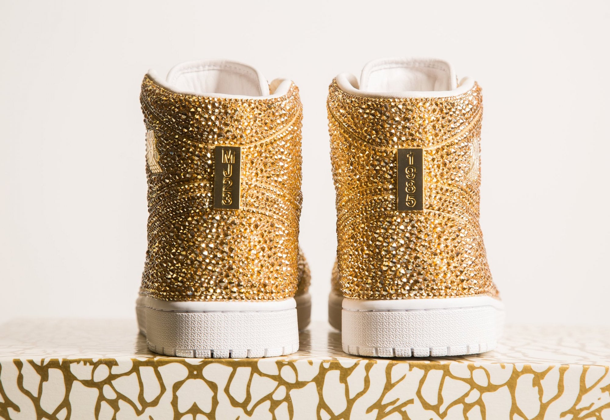 Daniel Jacob verziert Nike Air Jordans mit Swarovski Kristallen 2