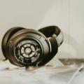 Sennheiser präsentiert neuen, geschlossenen Kopfhörer HD 820 mit Glasabdeckung