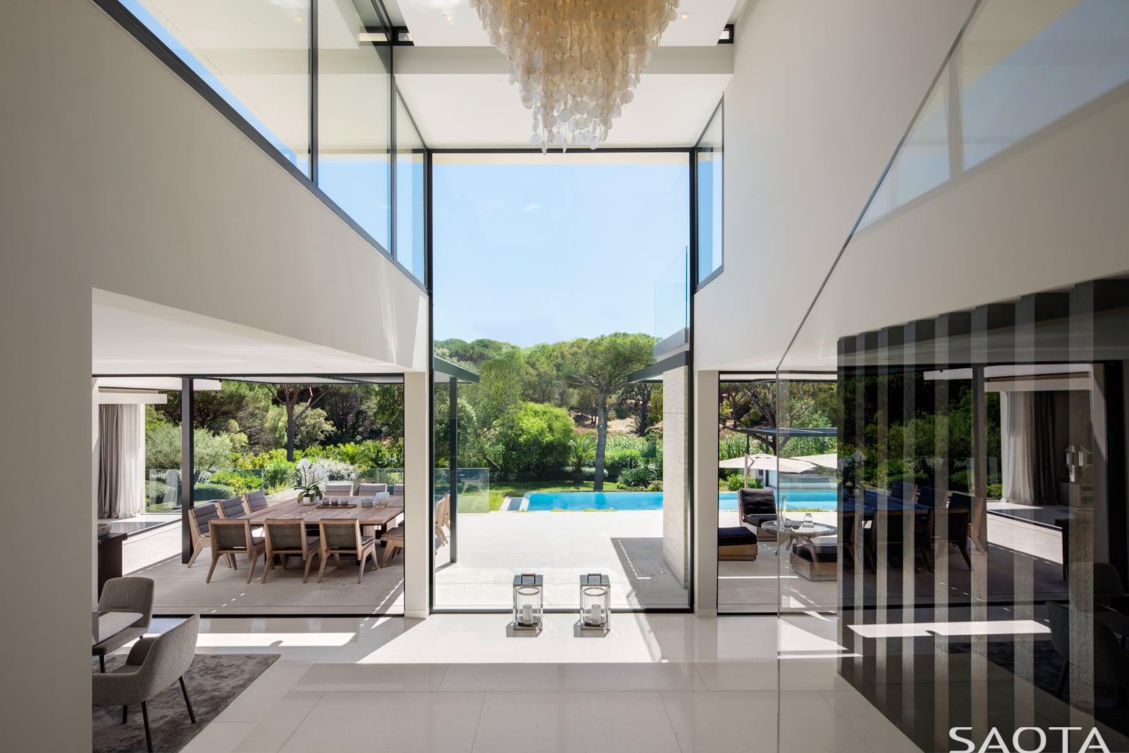 An der französischen Riviera: St. Tropez Residence by SAOTA 6