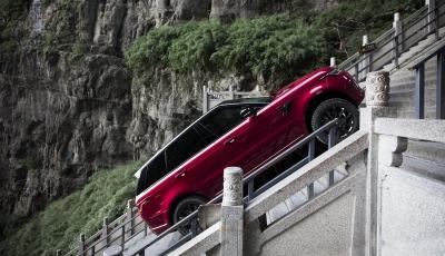 """999 Stufen bis zum Himmelstor: Range Rover Sport meistert die """"Dragon Challenge"""""""