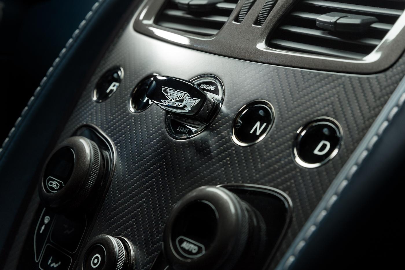 007: Daniel Craig's Aston Martin Vanquish wird in New York versteigert 7