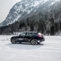 Fahren auf Eis mit Maserati in den Österreichischen Alpen