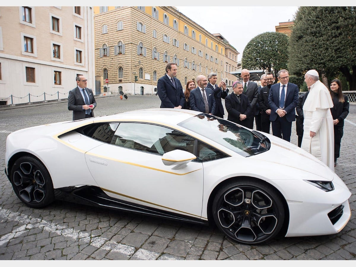 His Holiness Pope Francis Putting His Lamborghini Huracan Up For Auction 3