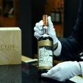 Mann kauft im Flughafen-Shop den teuersten Whisky der Welt für $1.2 Millionen Dollar