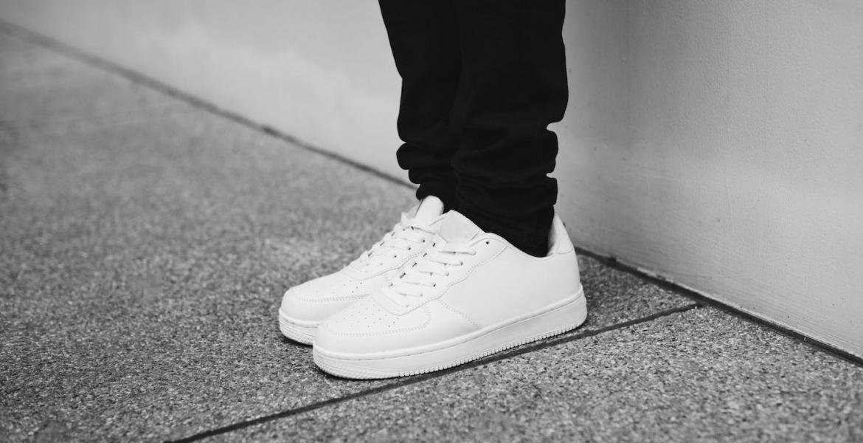 Saubere Sneakers in nur 5 Schritten: So erstrahlen weiße