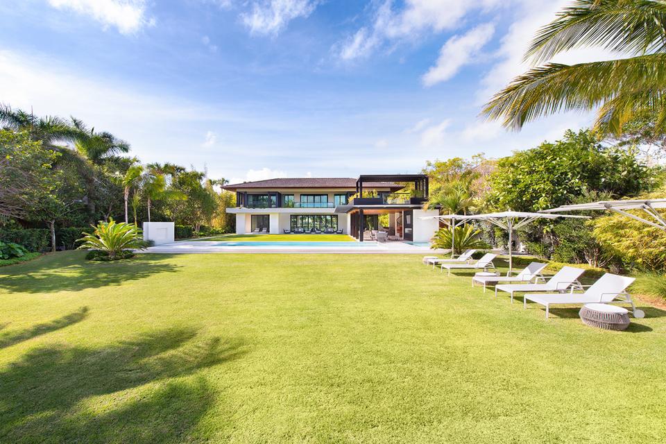 Ein Blick in DJ Khaled's $26 Millionen Dollar Anwesen in Miami 2