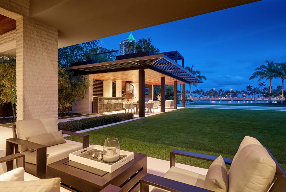 Ein Blick in DJ Khaled's $26 Millionen Dollar Anwesen in Miami 12