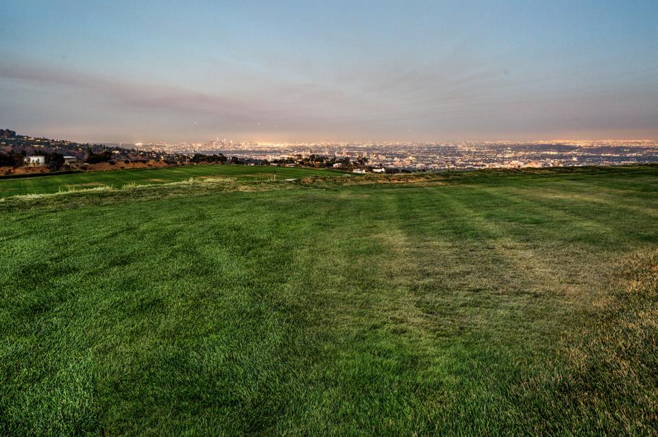 Wohnen auf dem Berg: Dieses Grundstück über Los Angeles kostet $1 Milliarde Dollar 3