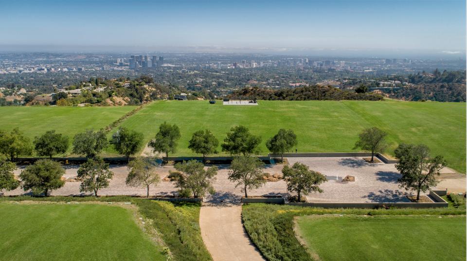 Wohnen auf dem Berg: Dieses Grundstück über Los Angeles kostet $1 Milliarde Dollar 4