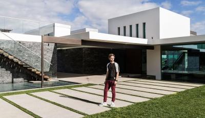 Ein Blick in Zedd's $16 Millionen Dollar Anwesen in Los Angeles