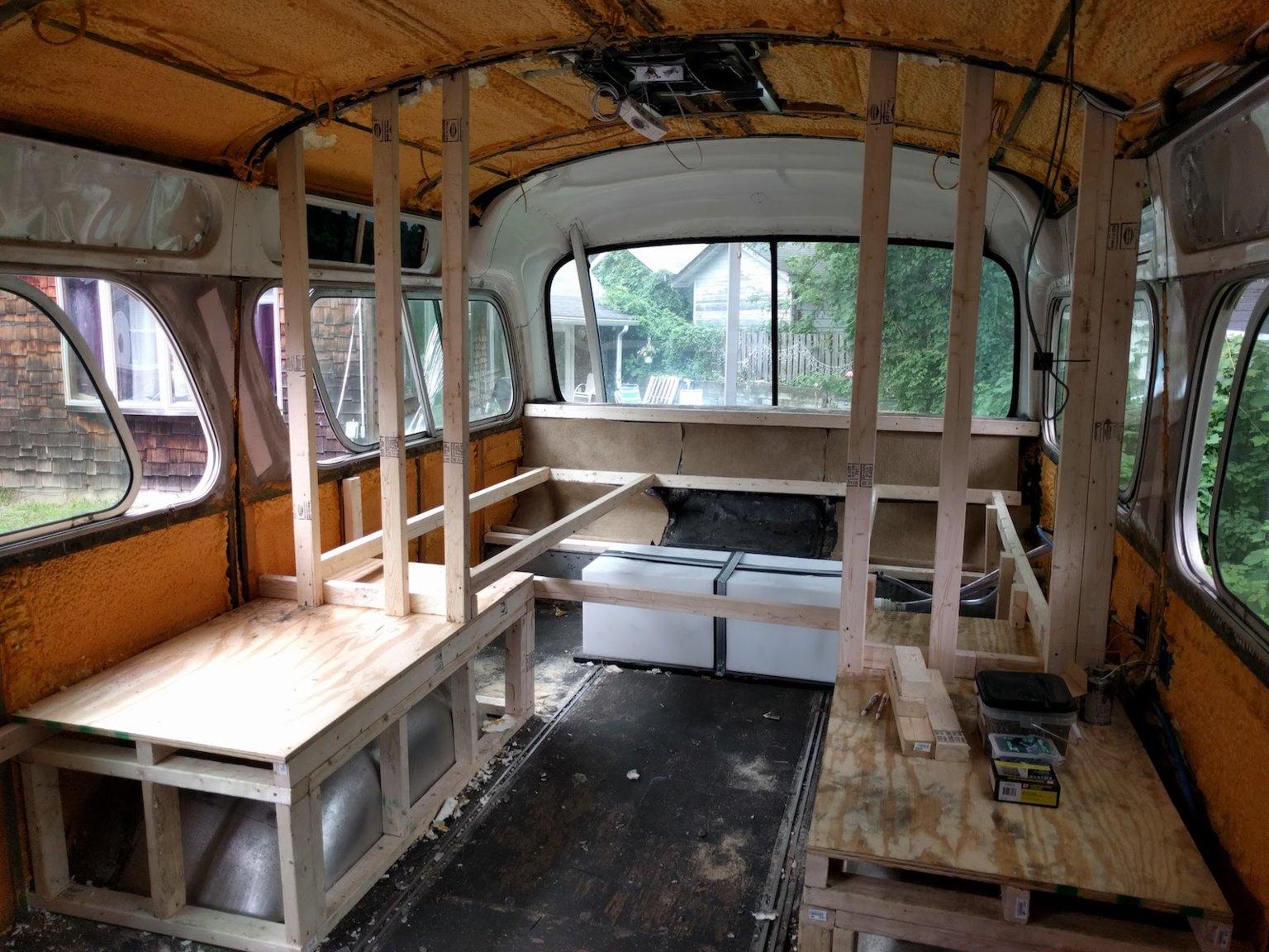 Diese Frau verwandelte einen alten Greyhound Bus in ein gemütliches Zuhause 4