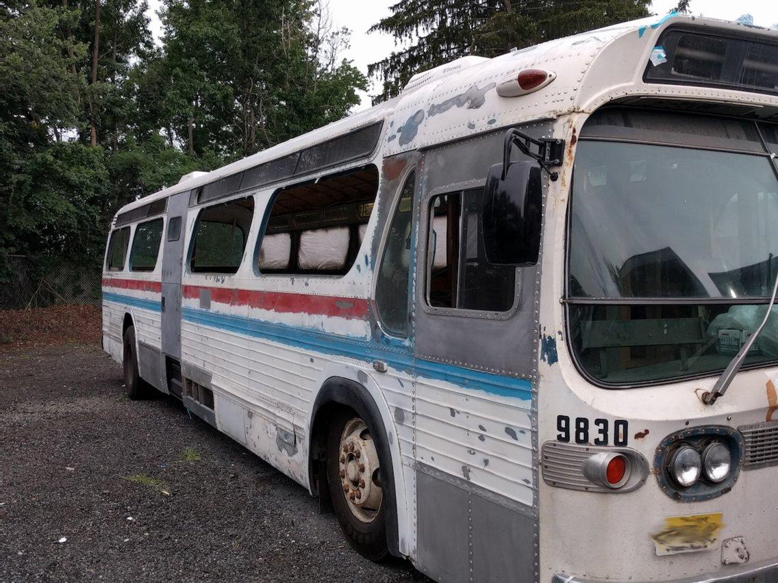 Diese Frau verwandelte einen alten Greyhound Bus in ein gemütliches Zuhause 2