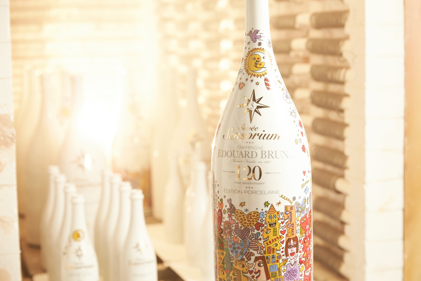 Cuvèe Sensorium stellt ersten Champagner in Porzellanflasche vor 5