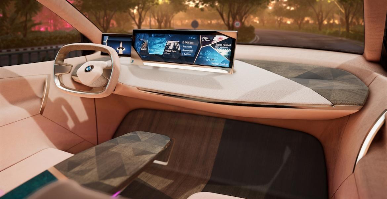 Die erste virtuelle Fahrt im BMW Vision iNEXT