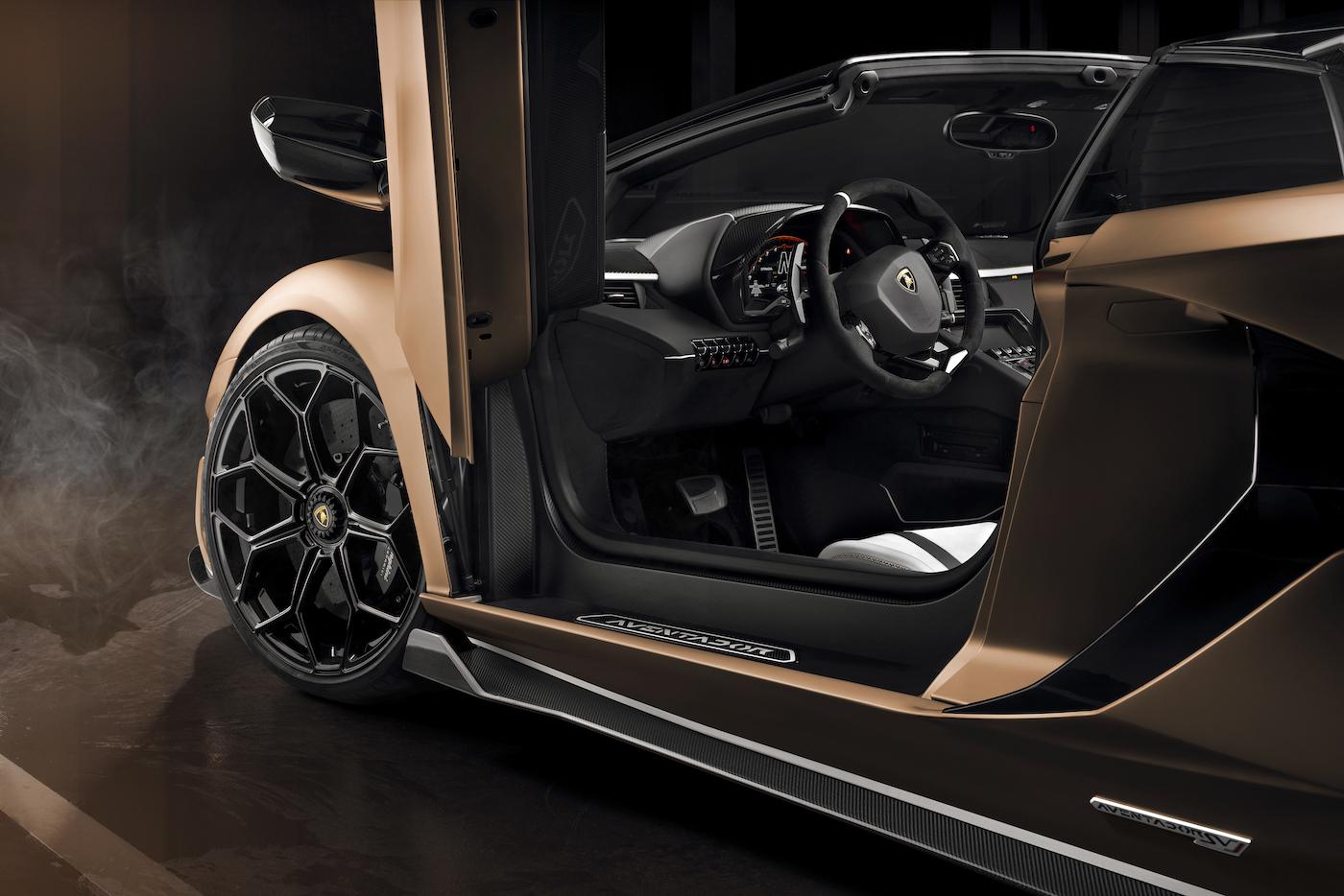 Oben ohne mit 350 km/h: Lamborghini präsentiert den Aventador SVJ Roadster in Genf 18