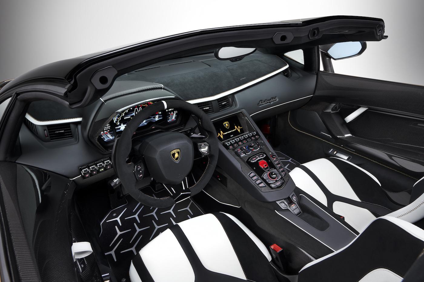 Oben ohne mit 350 km/h: Lamborghini präsentiert den Aventador SVJ Roadster in Genf 15