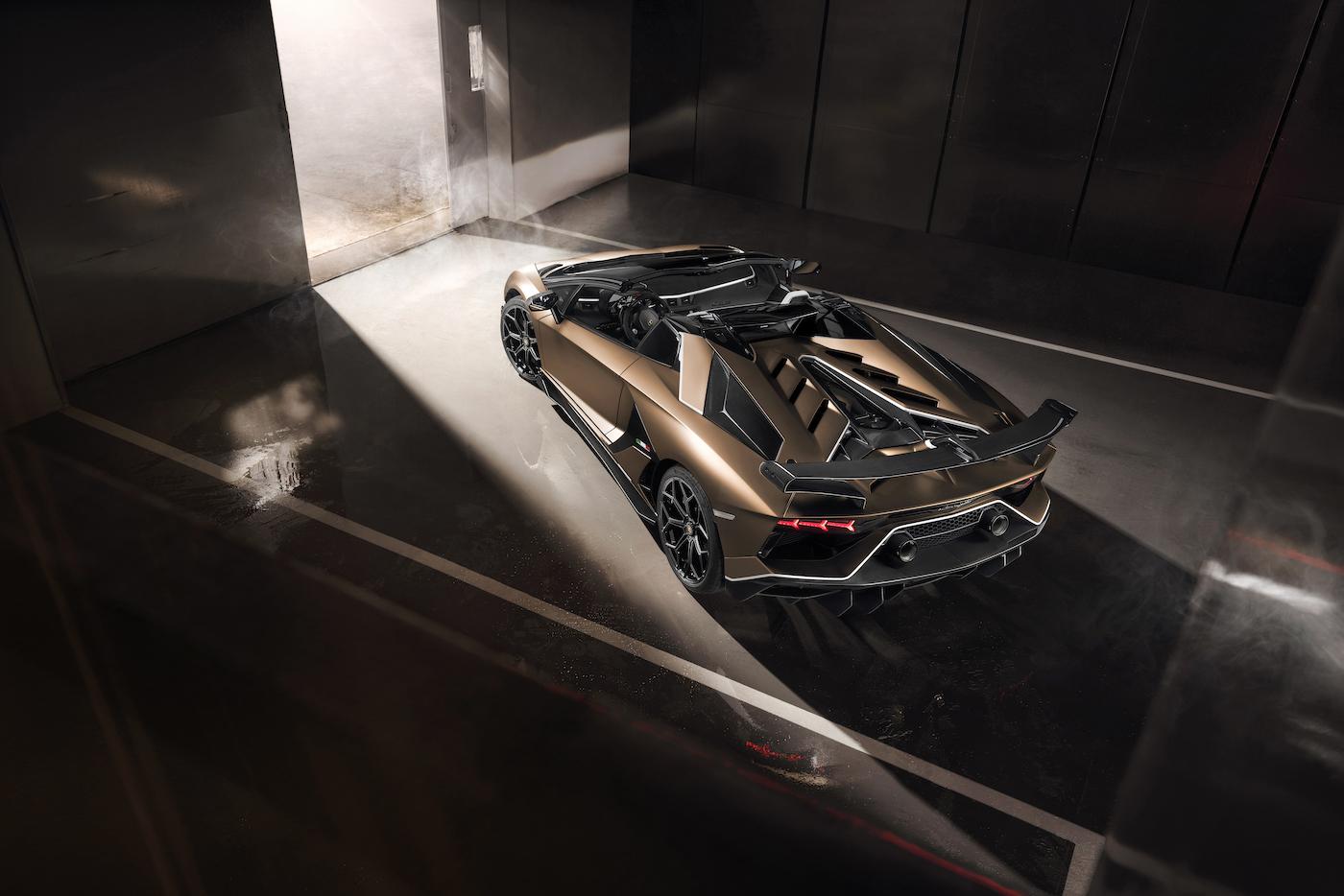 Oben ohne mit 350 km/h: Lamborghini präsentiert den Aventador SVJ Roadster in Genf 17