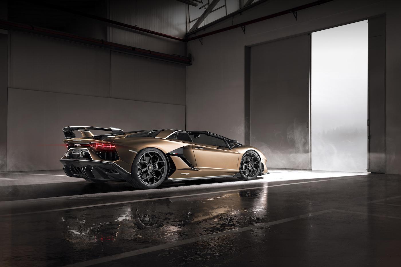 Oben ohne mit 350 km/h: Lamborghini präsentiert den Aventador SVJ Roadster in Genf 16