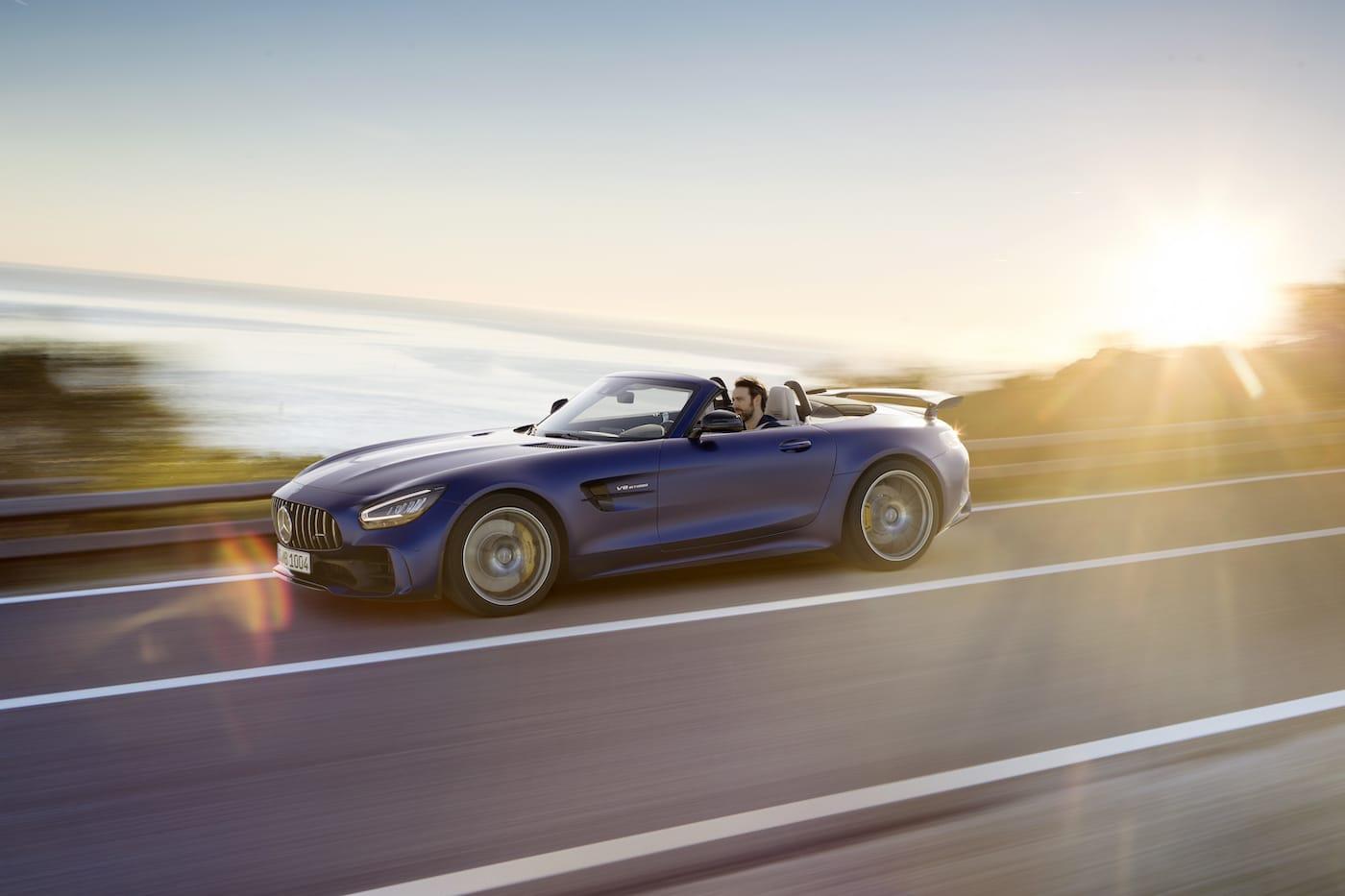 Schöner geht es nicht: Mercedes-Benz präsentiert den AMG GT R Roadster 1