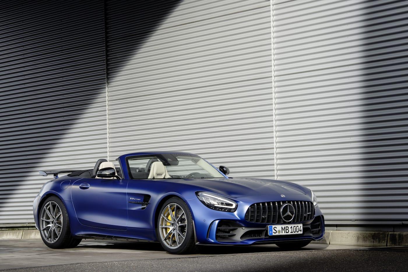 Schöner geht es nicht: Mercedes-Benz präsentiert den AMG GT R Roadster 2