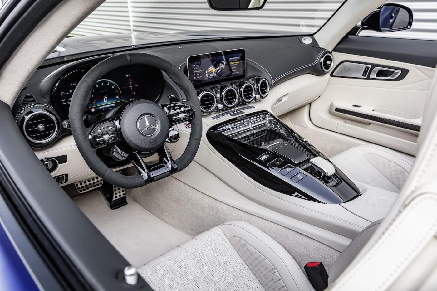 Schöner geht es nicht: Mercedes-Benz präsentiert den AMG GT R Roadster 9