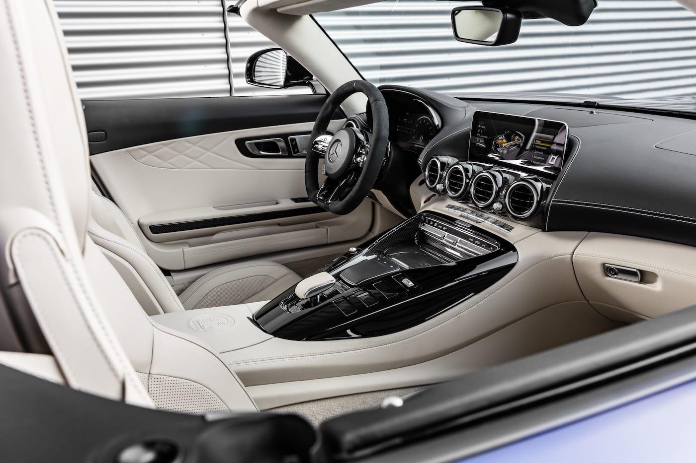 Schöner geht es nicht: Mercedes-Benz präsentiert den AMG GT R Roadster 8