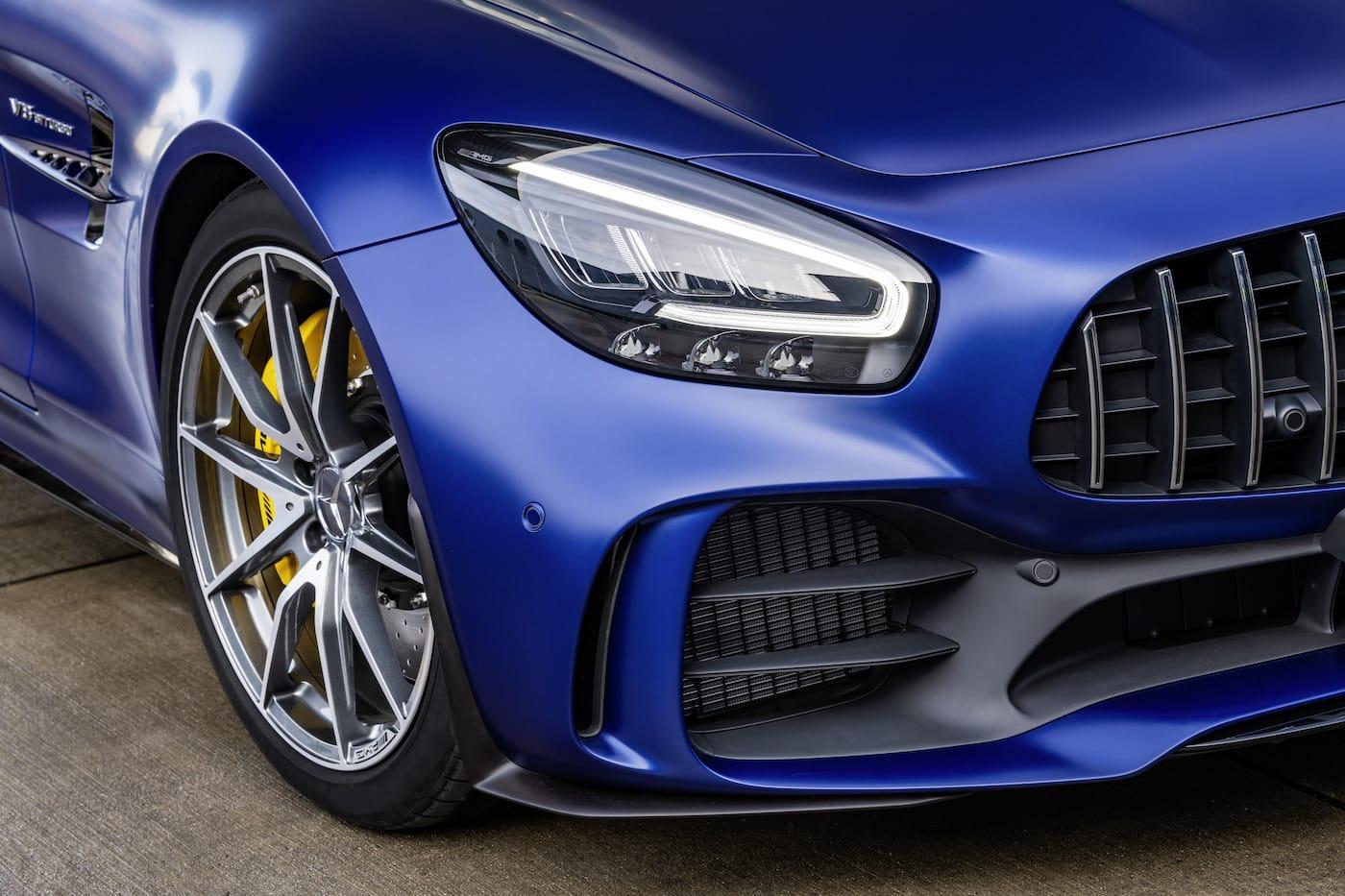 Schöner geht es nicht: Mercedes-Benz präsentiert den AMG GT R Roadster 4