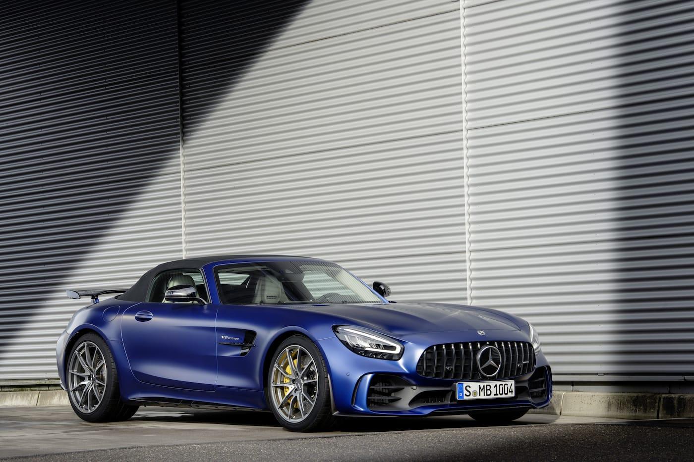 Schöner geht es nicht: Mercedes-Benz präsentiert den AMG GT R Roadster 3