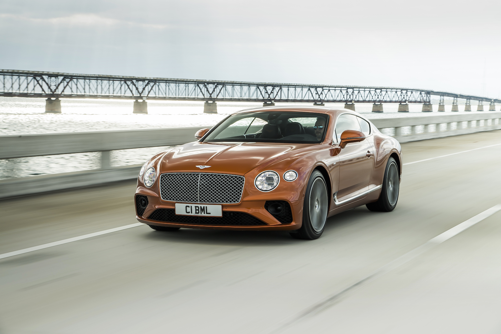 Elegant und handgefertigt: Der neue Bentley GT V8 Convertible und Continental GT V8 7