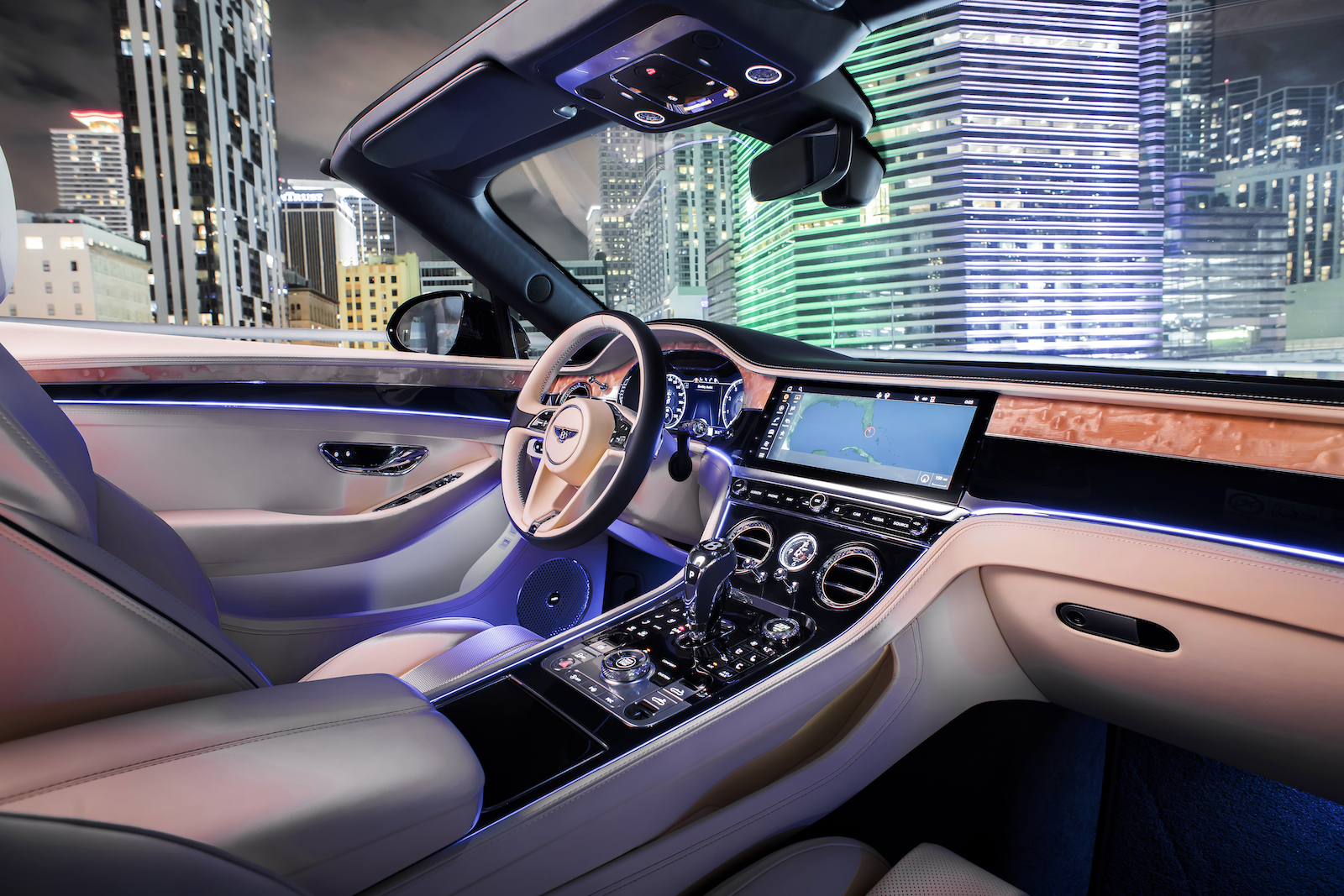 Elegant und handgefertigt: Der neue Bentley GT V8 Convertible und Continental GT V8 6