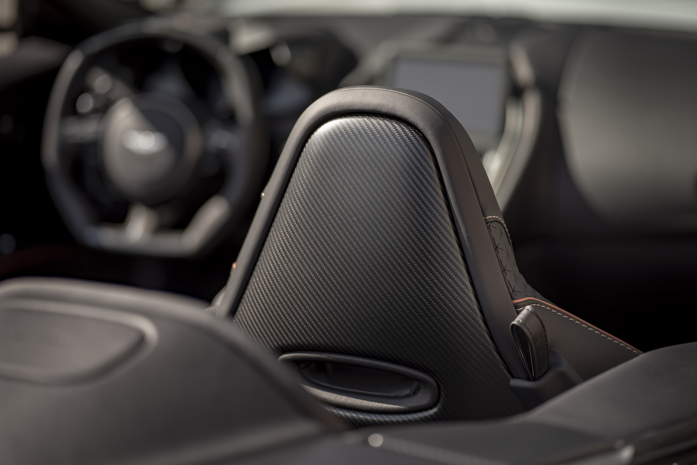 Aston Martin DBS Superleggera Volante: Ein Supersport-Cabrio mit 725 PS 12