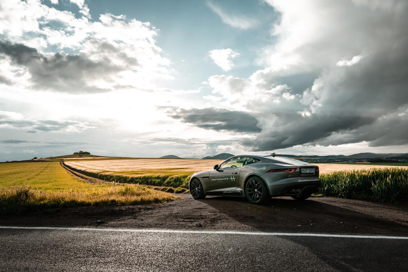 Die Jaguar Art of Performance Tour: Ein einzigartiges Fahrerlebnis auf einem Flugplatz 9
