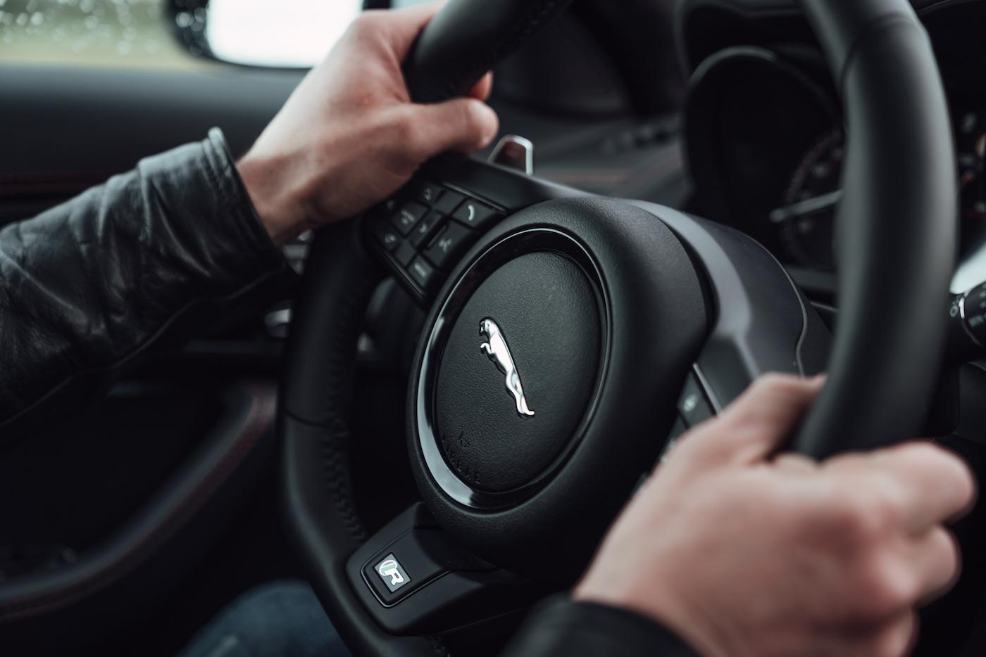 Die Jaguar Art of Performance Tour: Ein einzigartiges Fahrerlebnis auf einem Flugplatz 10