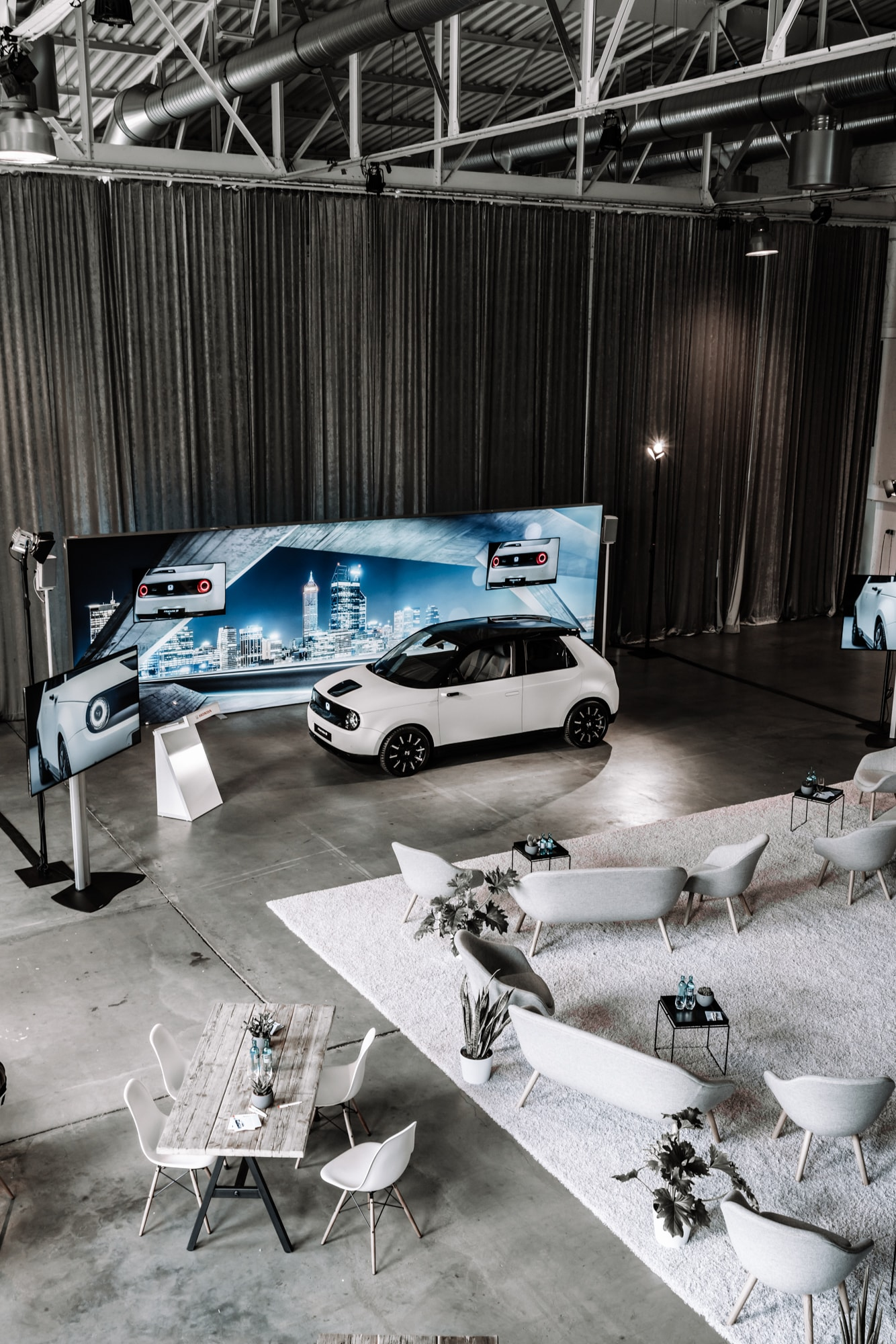 Elektro trifft auf Retro: Der neue Honda E 12