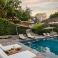 Ein Blick in Brad Pitt & Jennifer Annistons früheres $49 Millionen Dollar Anwesen