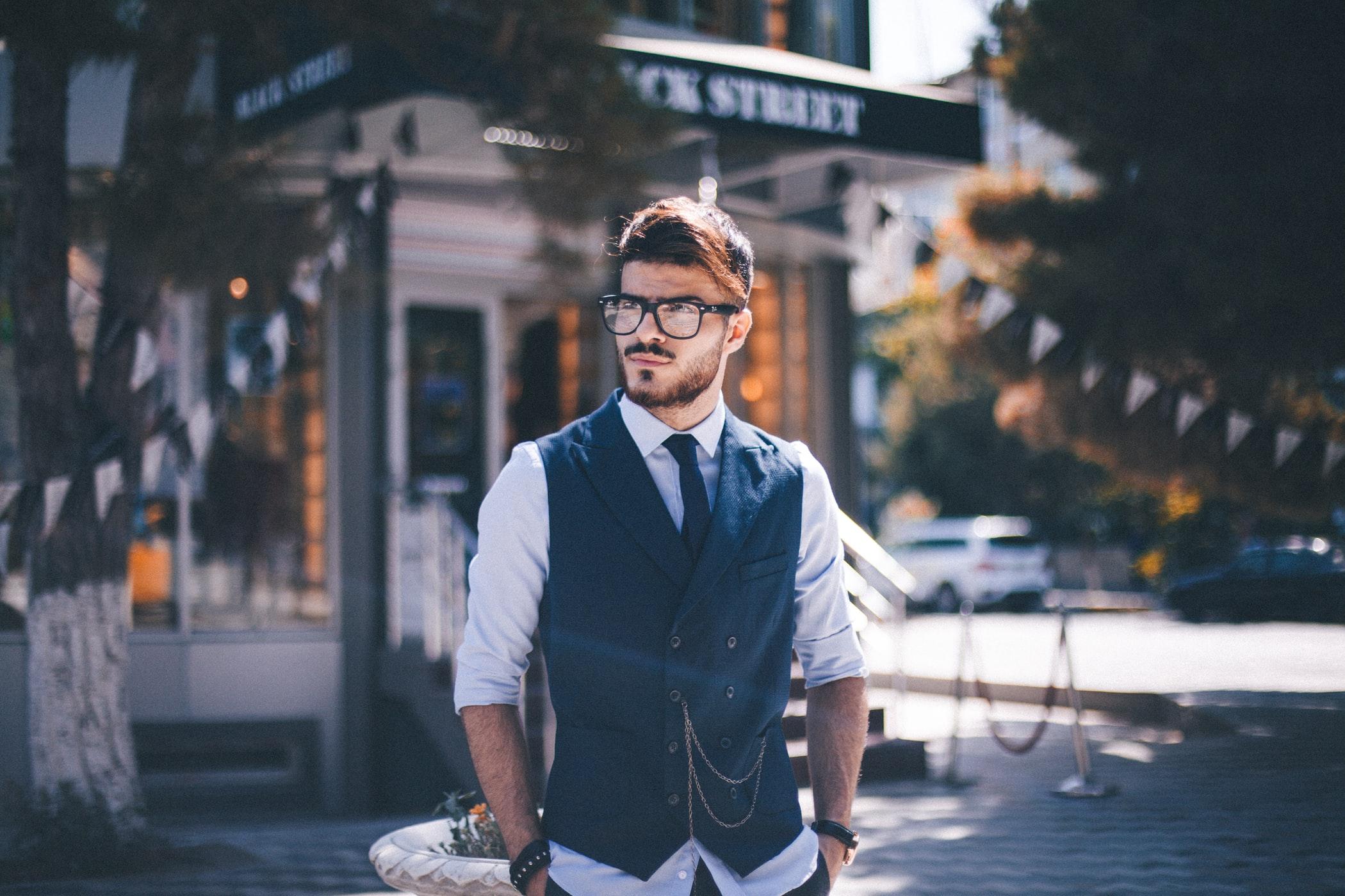 Sommer im Büro: Was Du tragen darfst und was du lieber meiden solltest