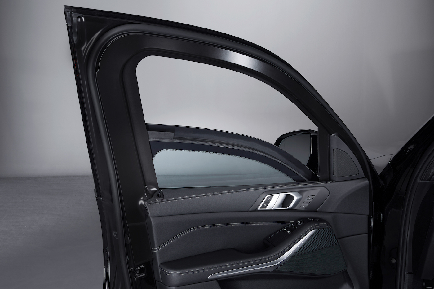 Schutz ohne Kompromisse: Der neue Panzer-BMW X5 Protection VR6 10