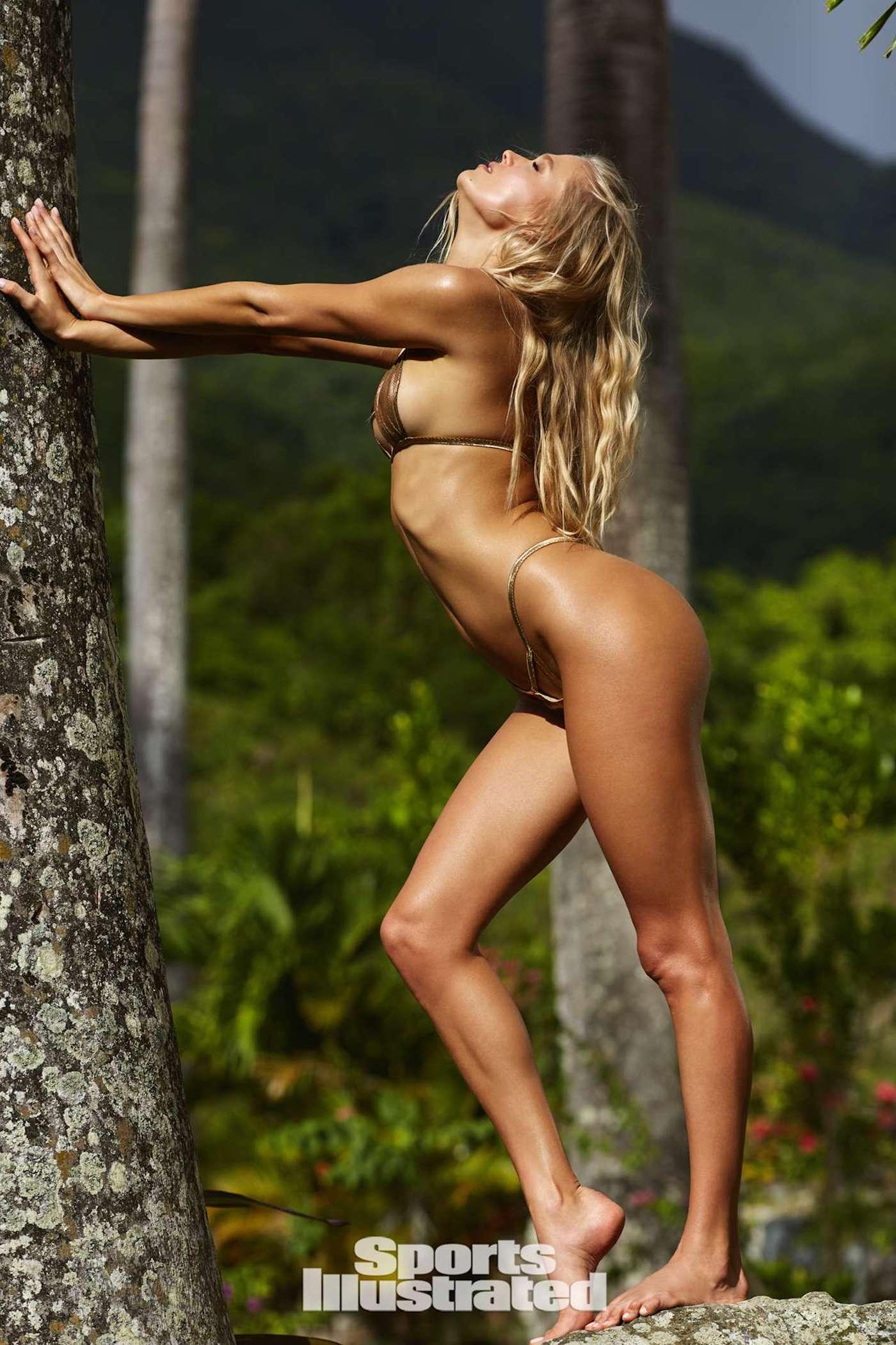 Vita Sidorkina für die Sports Illustrated Swimsuit Issue in Nevis 24