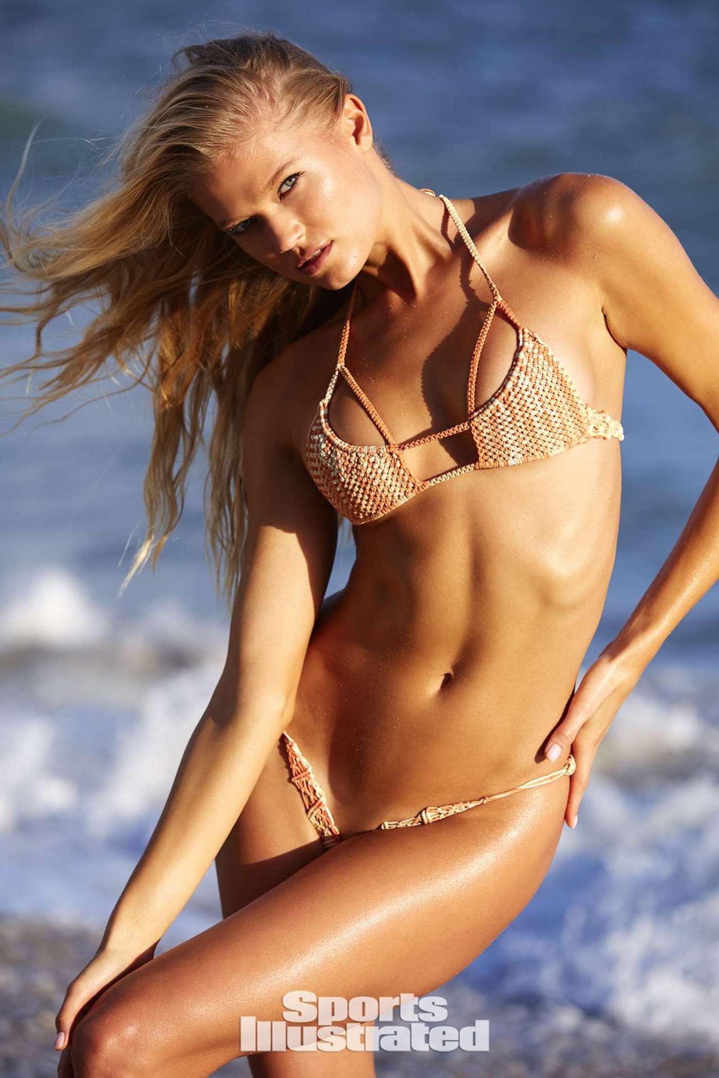 Vita Sidorkina für die Sports Illustrated Swimsuit Issue in Nevis 20