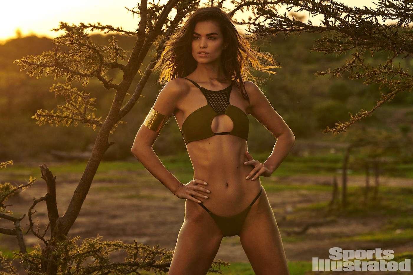 Robin Holzken  für die Sports Illustrated Swimsuit Issue in Kenia 15