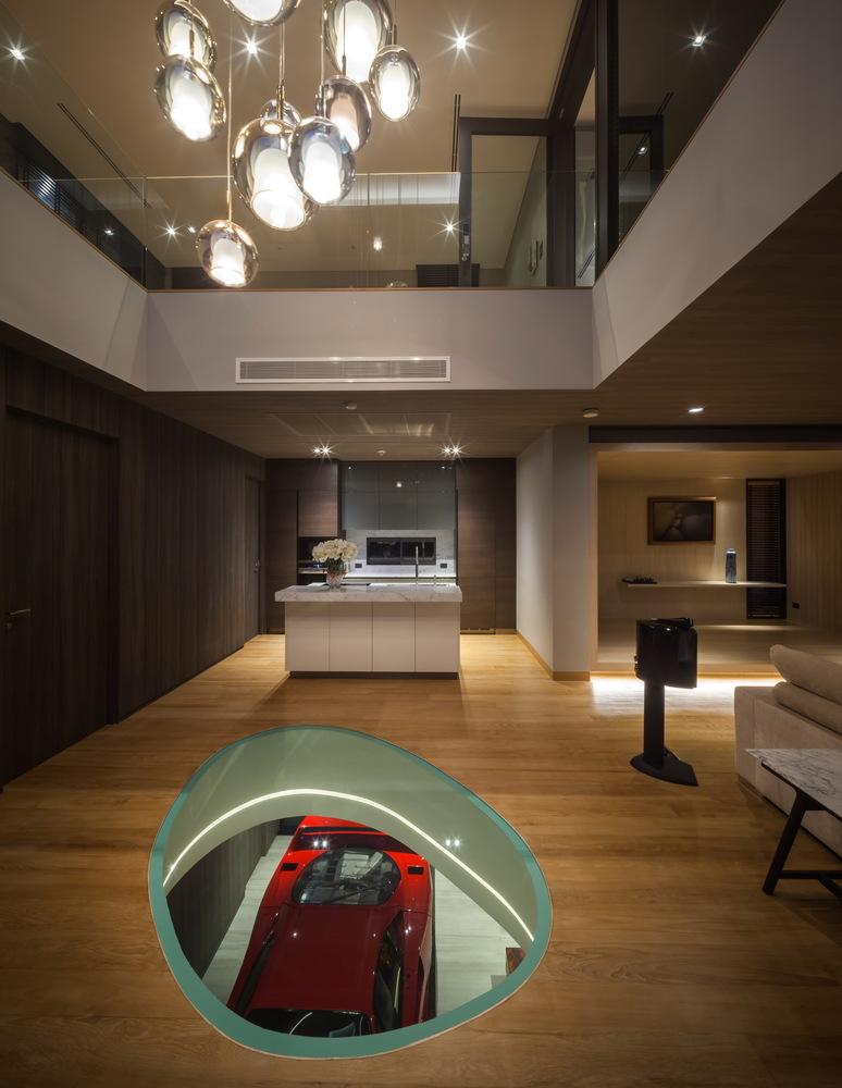 OKS CASA: Ein wahres Traumhaus für Automobilliebhaber 14
