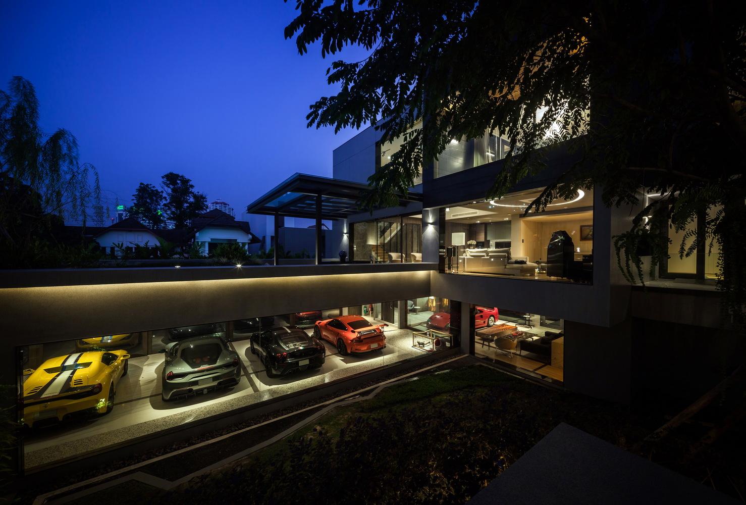 OKS CASA: Ein wahres Traumhaus für Automobilliebhaber 1