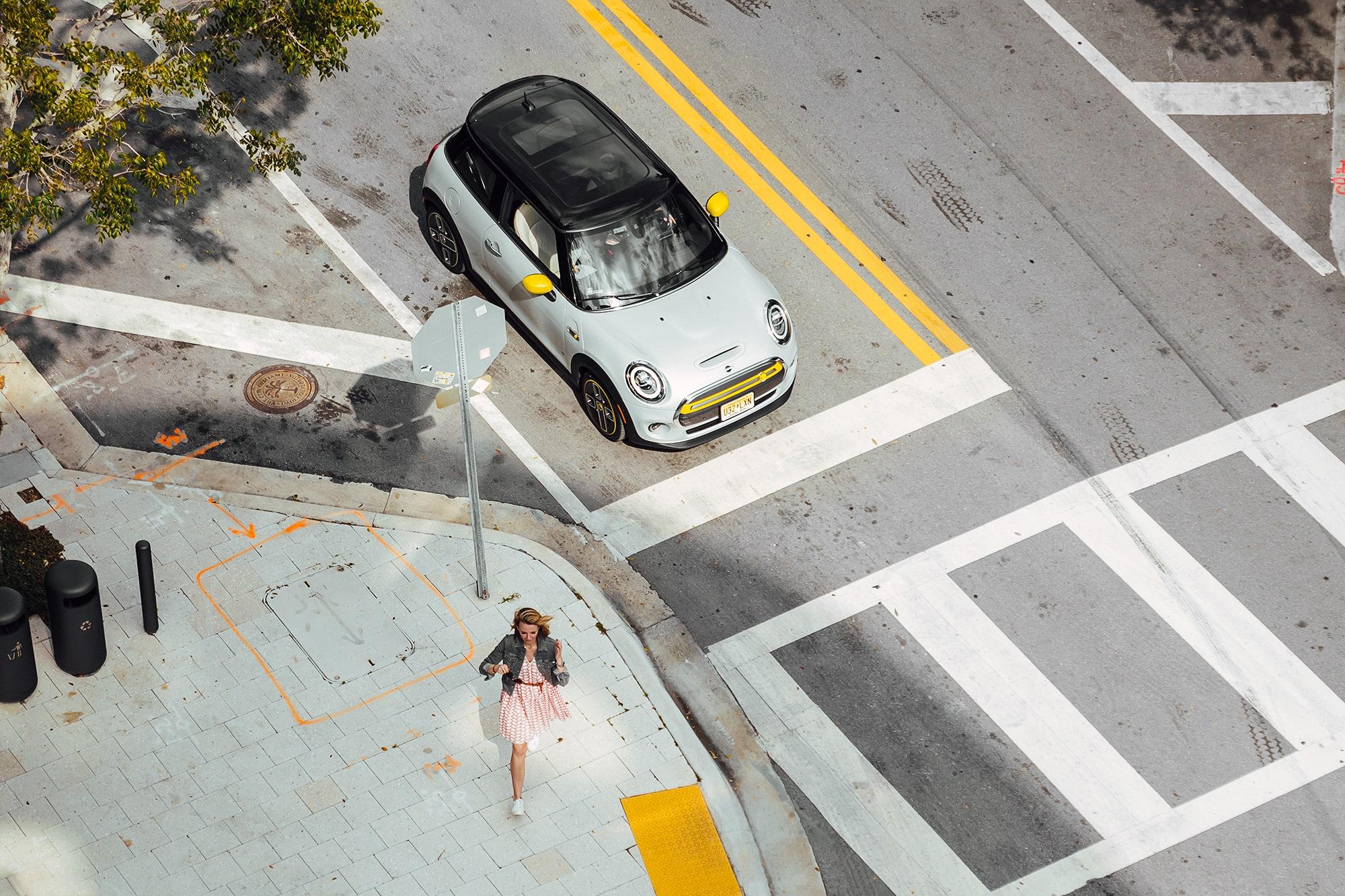 Nachhaltig durch Miami mit dem MINI Cooper SE 7