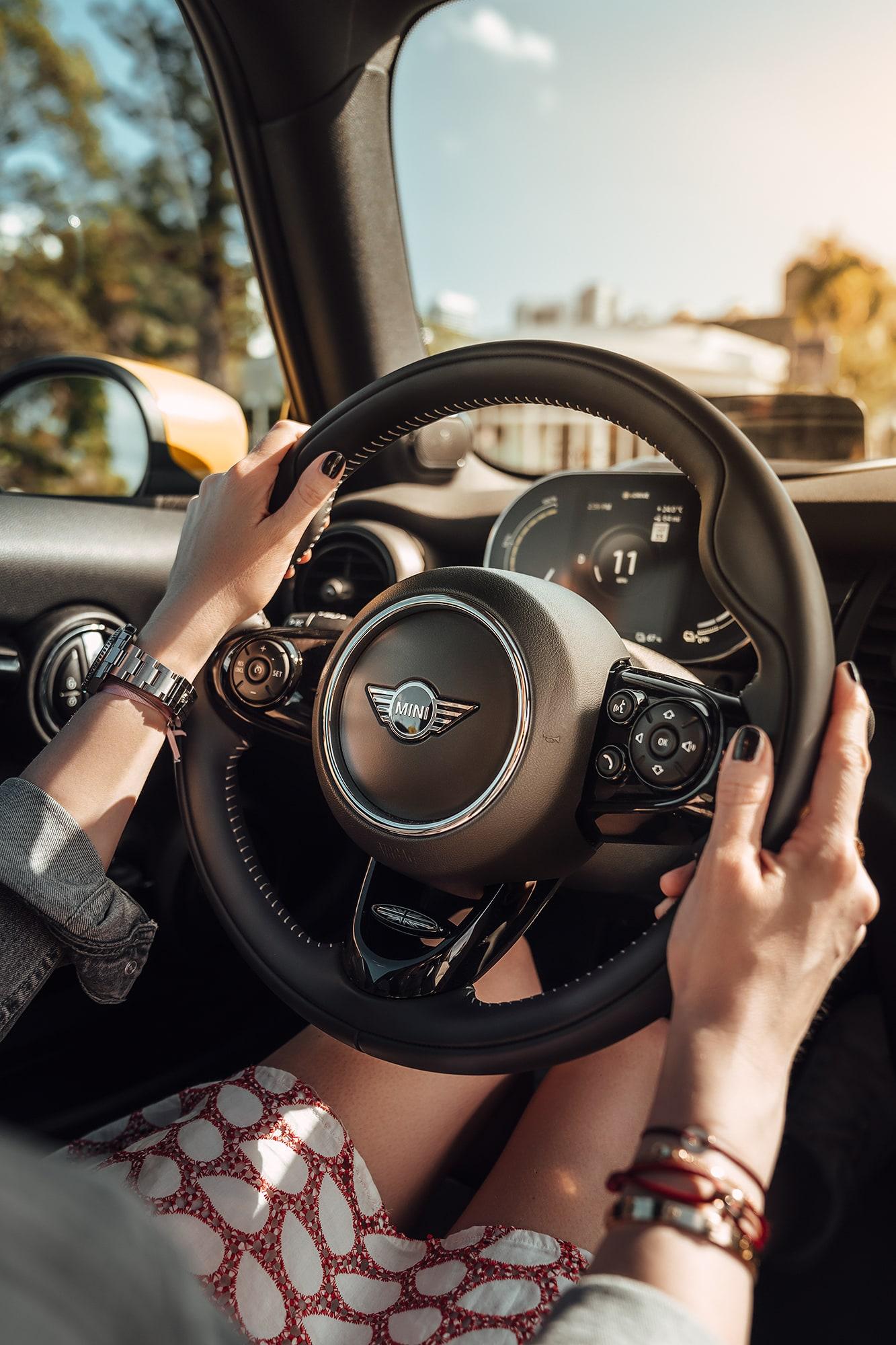 Nachhaltig durch Miami mit dem MINI Cooper SE 9